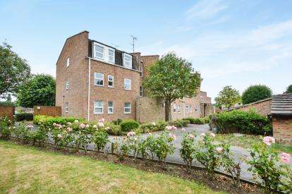 2 Bedrooms Flat for sale in Broughton Grange, Lawn, Swindon, Wiltshire