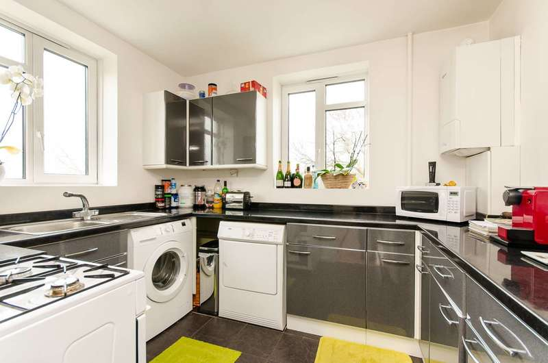 2 Bedrooms Flat for sale in Dan Bryant House, Balham, SW12