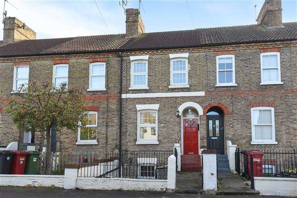 6 Bedrooms Terraced House for sale in Hencroft Street South, Slough