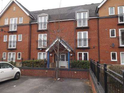 2 Bedrooms Flat for sale in Halliard Court, Barquentine Place, Cardiff Bay, Cardiff