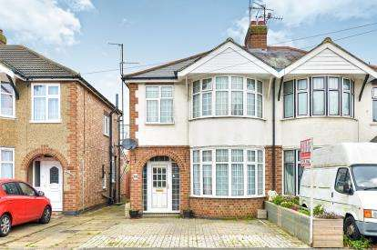 3 Bedrooms Semi Detached House for sale in Aylesbury Street West, Wolverton, Milton Keynes, Buckinghamshire