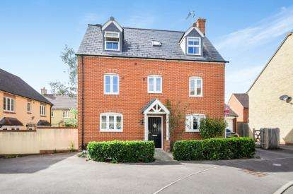 5 Bedrooms Detached House for sale in Winterbourne Road, Haydon End, Swindon, Wiltshire