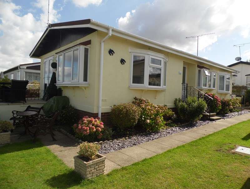 2 Bedrooms Park Home Mobile Home for sale in Horseshoe Lawns,Tower Prk, Hullbridge, Hockley