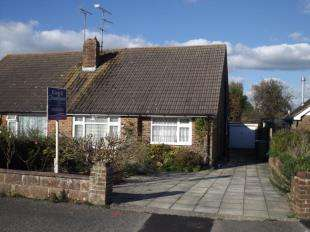 2 Bedrooms Bungalow for sale in Rosemary Close, Steyning, West Sussex