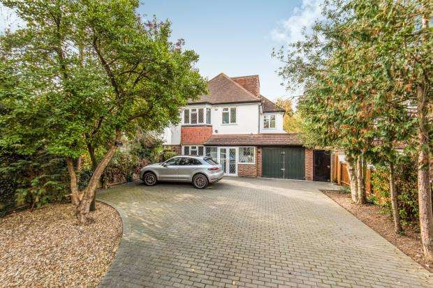 5 Bedrooms Detached House for sale in Worcester Park, Surrey