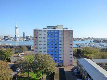 1 Bedroom Flat for sale in South Street, Gosport, Hampshire
