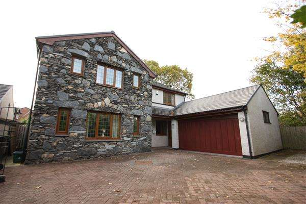 4 Bedrooms Detached House for sale in Cumbria Close, Great Sutton