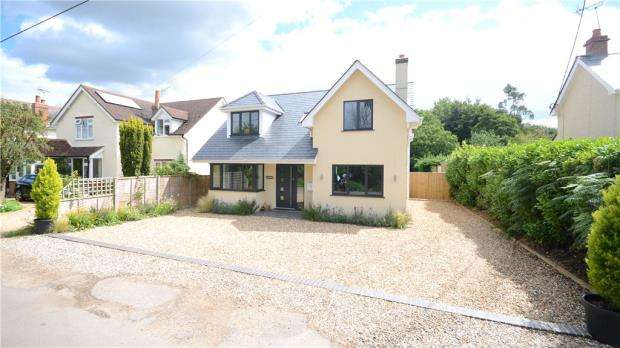 4 Bedrooms Detached House for sale in Chalkhouse Green, Reading, Berkshire