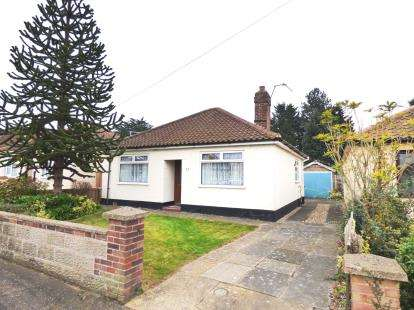 2 Bedrooms Bungalow for sale in Hellesdon, Norwich, Norfolk