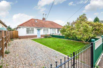 2 Bedrooms Bungalow for sale in Thorpe St Andrew, Norwich, Norfolk