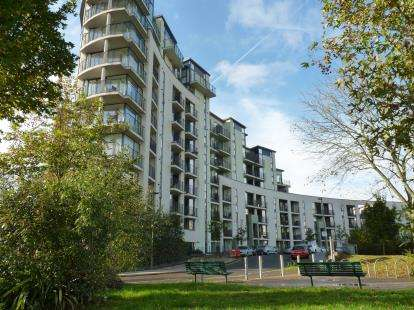 1 Bedroom Flat for sale in Lark Court, 104 Lanacre Avenue, London