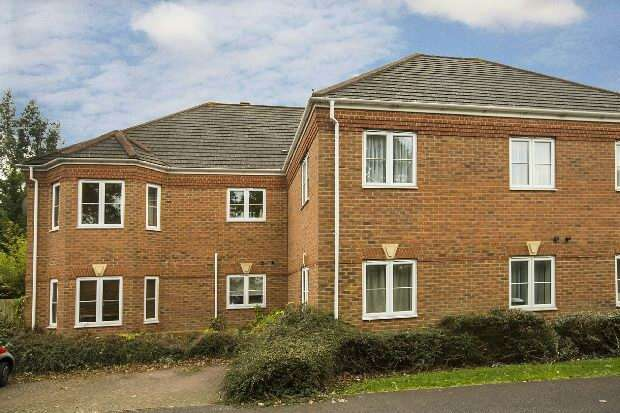 2 Bedrooms Flat for sale in Little Horse Close, Earley, Reading