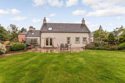 5 Bedrooms Detached House for sale in Lethame Court, Strathaven