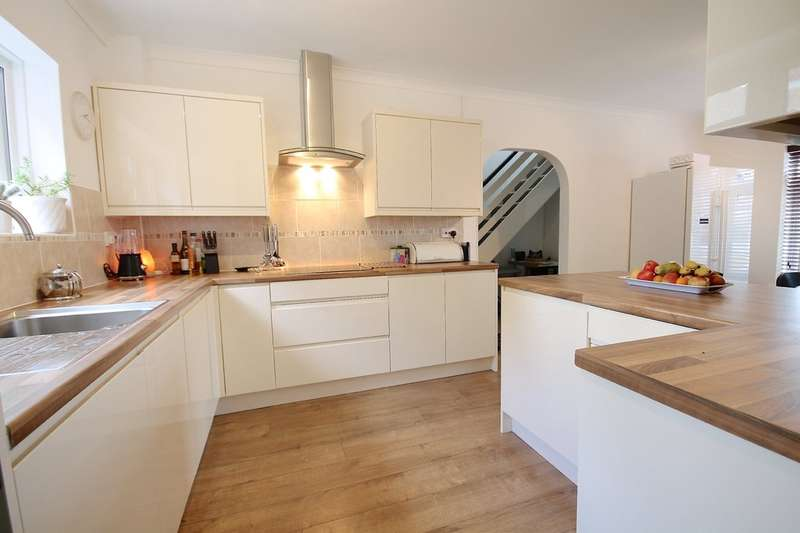 6 Bedrooms Detached House for sale in Smollets, East Grinstead