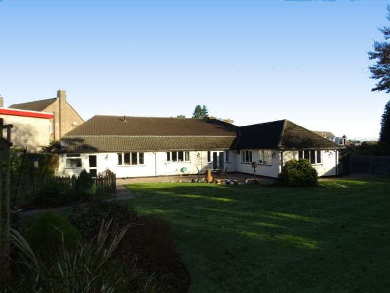 4 Bedrooms Detached Bungalow for sale in Thornhill Park, Streetly, Sutton Coldfield, B74 2LN