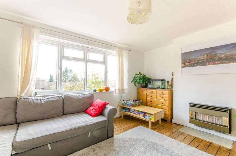 2 Bedrooms Maisonette Flat for sale in Peyton House, Link Road, Friern Barnet, N11