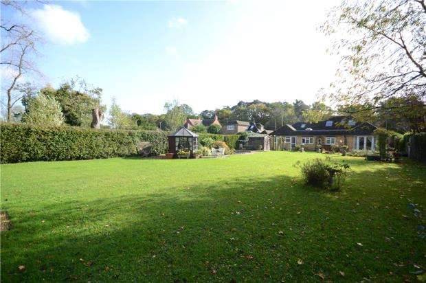 4 Bedrooms Detached Bungalow for sale in Seale Lane, Seale, Farnham