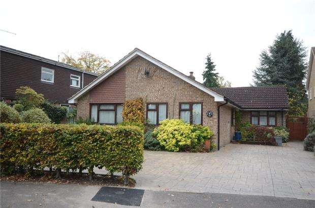 5 Bedrooms Detached Bungalow for sale in Foxcote, Finchampstead, Wokingham