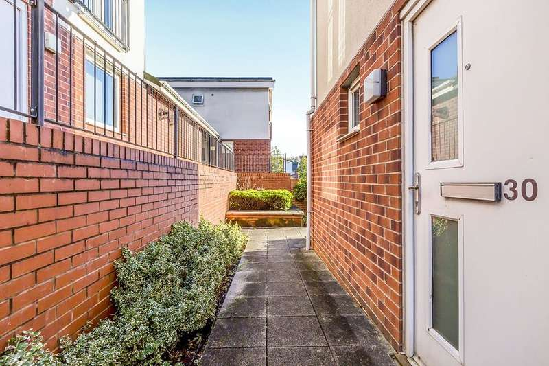 1 Bedroom Flat for sale in Lock Keepers Way, Stoke-On-Trent, ST1