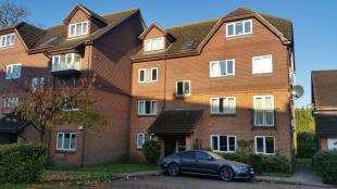 1 Bedroom Flat for sale in Abbotts Rise, Redhill, Surrey