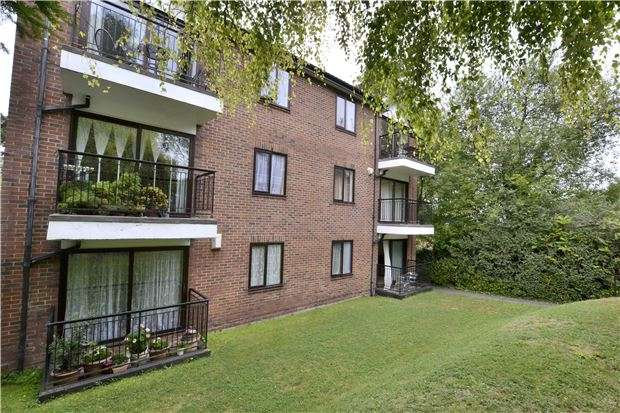 2 Bedrooms Flat for sale in Sanderstead Road, SOUTH CROYDON, Surrey, CR2 0PH