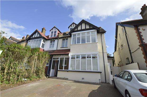 1 Bedroom Flat for sale in Mayfield Road, SOUTH CROYDON, Surrey, CR2 0BF