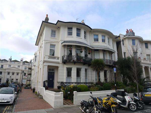 2 Bedrooms Apartment Flat for sale in Lansdowne Place, Hove