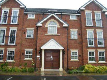 2 Bedrooms Flat for sale in Breton House, 62 Canada Street, Heaviley, Stockport