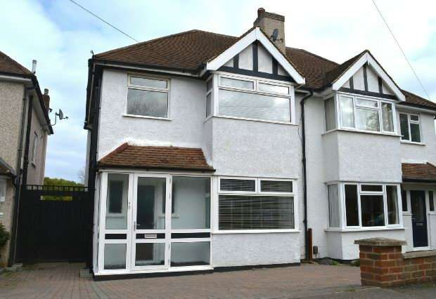 3 Bedrooms Semi Detached House for rent in Shawford Road, Epsom