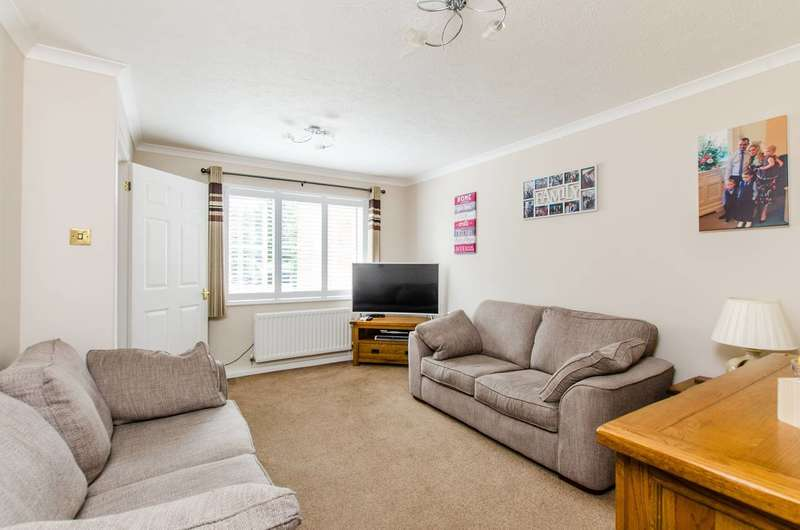 3 Bedrooms House for sale in Pearce Close, Mitcham, CR4