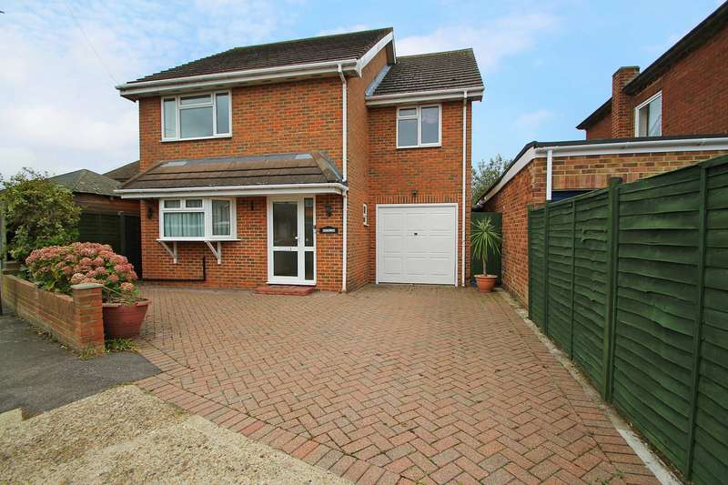 4 Bedrooms Detached House for sale in Tudor Road, Ashford, TW15