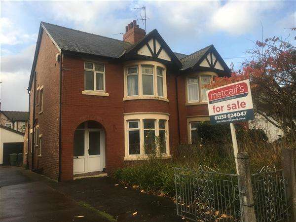 3 Bedrooms Semi Detached House for sale in West Drive, Thornton-Cleveleys