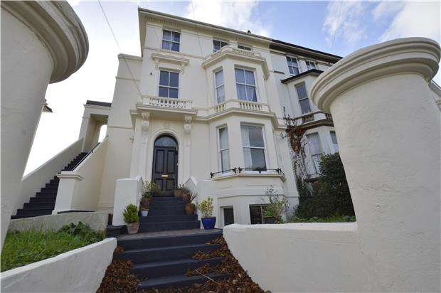 2 Bedrooms Flat for sale in Pevensey Road, ST LEONARDS-ON-SEA, East Sussex, TN38 0JY