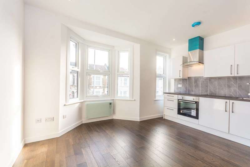 3 Bedrooms Flat for sale in Blackhorse Lane, Walthamstow, E17