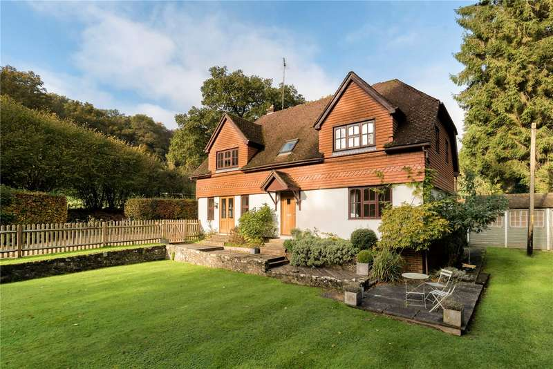 4 Bedrooms Detached House for sale in Sandy Lane, Haslemere, Surrey, GU27