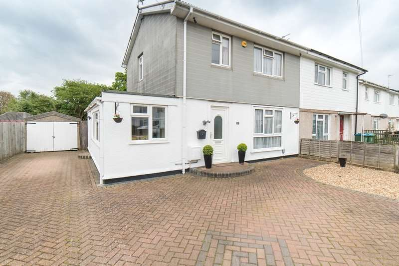 4 Bedrooms Semi Detached House for sale in Thrasher Road, Aylesbury, Buckinghamshire, HP21