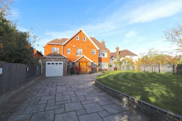 5 Bedrooms Detached House for sale in Church Street, Eastbourne, BN22