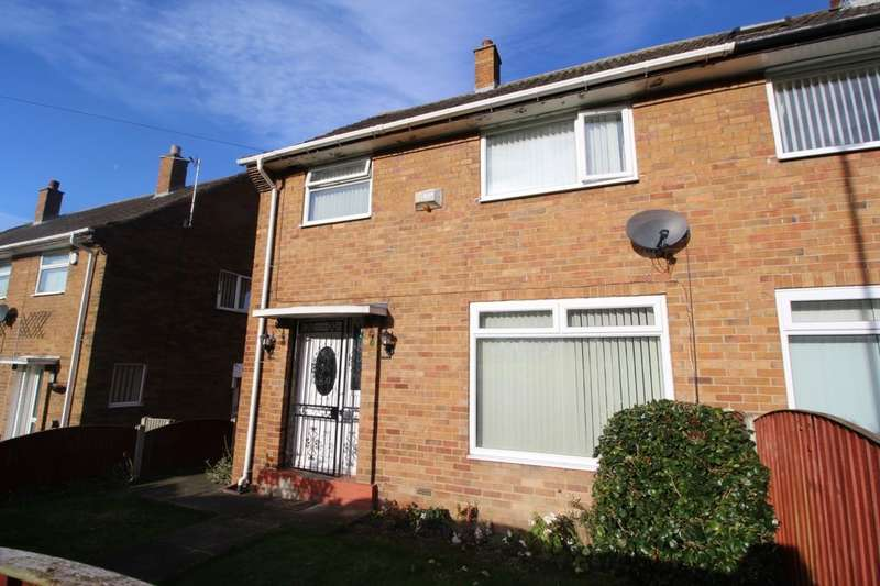3 Bedrooms Semi Detached House for sale in Kentmere Rise, Leeds, LS14