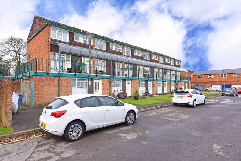 2 Bedrooms Maisonette Flat for sale in Alexandra Road, Farnborough, GU14