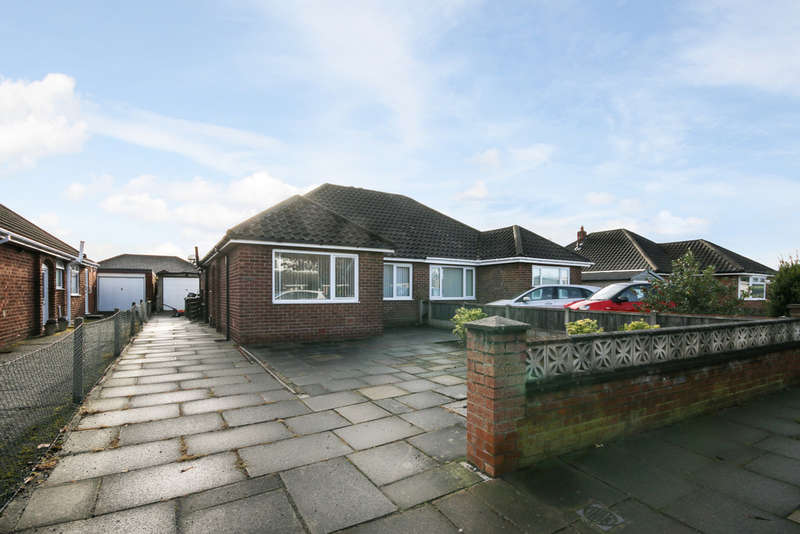 2 Bedrooms Semi Detached Bungalow for sale in Fylde Road, Marashside, Southport
