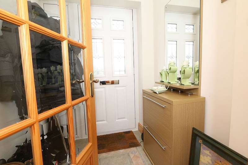 3 Bedrooms Detached House for sale in Ravensworth Grove, Stockton-On-Tees, Cleveland, ts18 5pp