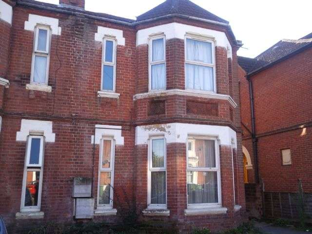 6 Bedrooms Terraced House for rent in Alma Road, Portswood, Southampton