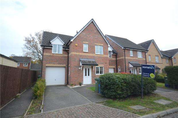 3 Bedrooms Semi Detached House for sale in Silver Birch Way, Farnborough, Hampshire
