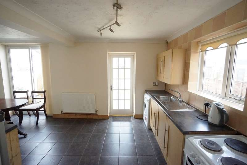 4 Bedrooms Semi Detached House for rent in Manor Road, Fishponds, BS16
