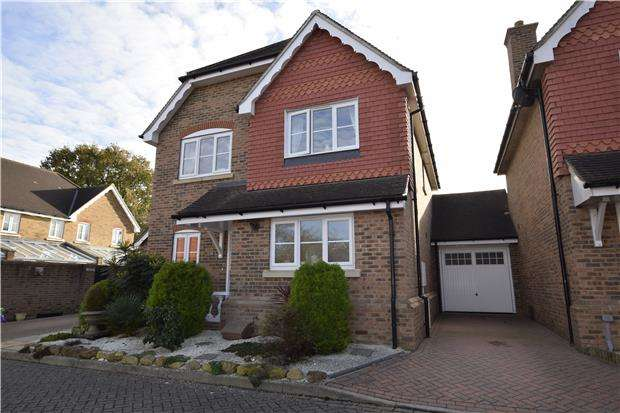 4 Bedrooms Detached House for sale in Marlow Drive, HAILSHAM, East Sussex, BN27 1BY