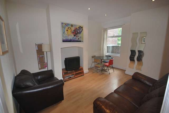 4 Bedrooms Terraced House for rent in Fortuna Grove, Fallowfield, Manchester, M19 2BP