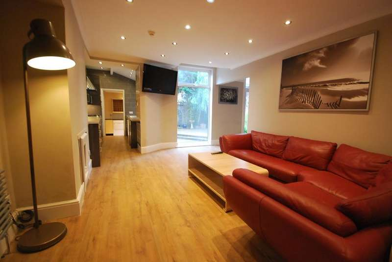 8 Bedrooms Semi Detached House for rent in Ashlyn Grove, Fallowfield, Manchester, M14 6YG