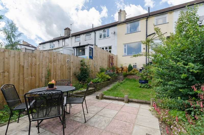 3 Bedrooms Terraced House for sale in Cromwell Road, Caterham, Surrey, CR3