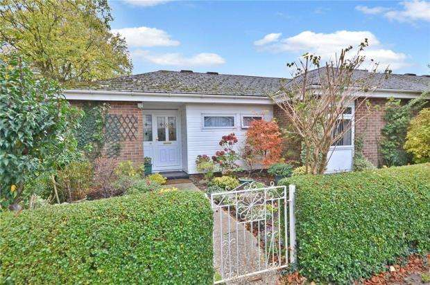 2 Bedrooms Bungalow for sale in Warwick Road, Basingstoke, Hampshire