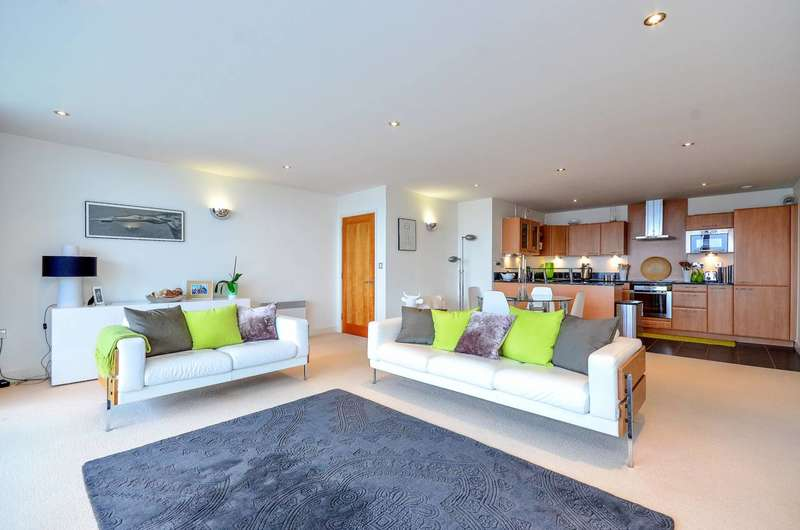 2 Bedrooms Flat for rent in Western Gateway, Canary Wharf, E16